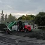 La nova gespa artificial del Camp Municipal de Futbol de Cirera, ja s'està instal·lant