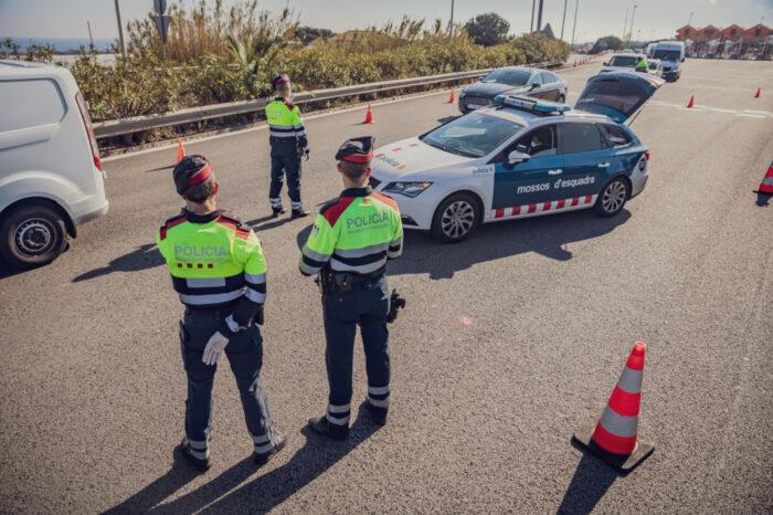 Un control dels Mossos d'Esquadra el 10 d'abril del 2020. Foto: ACN
