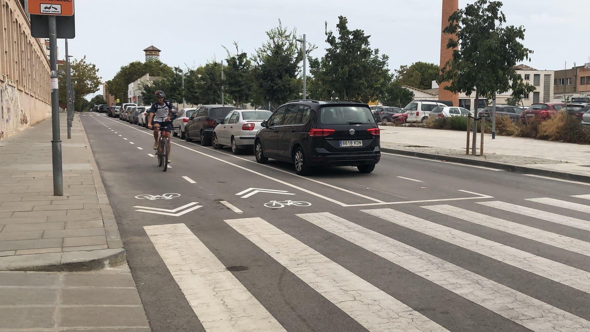 Nou tram de carril bici al carrer d'Enric Prat de la Riba, dins de l'Anella ciclista. Foto: Ajuntament de Mataró
